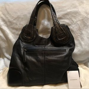 Beautiful Authentic Givenchy Bag in Black Leather.